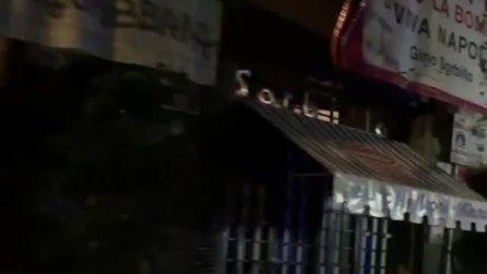 Cornicione a rischio crollo in via Tribunali, chiuso l'ingresso della Pizzeria Sorbillo