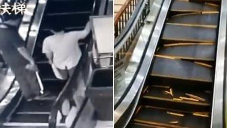 Le scale mobili collassano in un centro commerciale: quello che accade è orribile