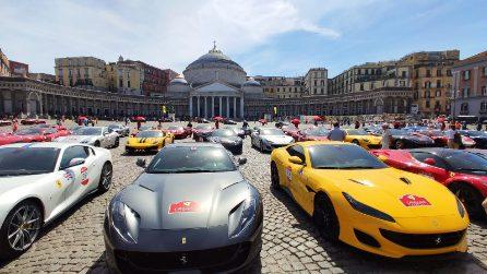 Piazza Plebiscito dall'alto occupata dalle Ferrari