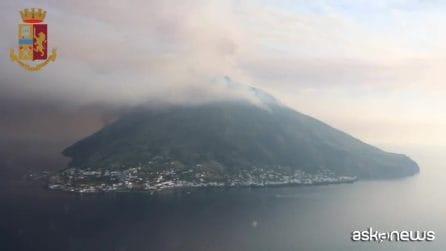 Stromboli, la furia del vulcano vista dall'elicottero