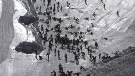 Montagna dell'Inferno: incidente incredibile tra migliaia di ciclisti