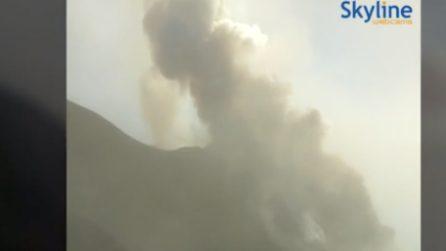 L'assordante esplosione dello Stromboli: poi l'eruzione e la sua colata di lava