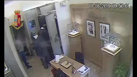 Banda del buco a Napoli, 9 arresti: l'ultimo colpo da 800mila euro alla gioielleria Trucchi