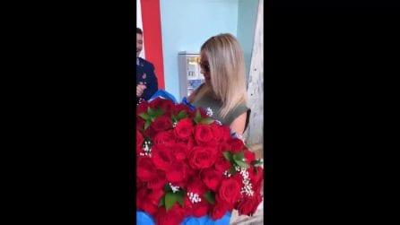 "Ancora rose rosse per Diletta Leotta, M.B.: ""E se ti invitassi a cena"""