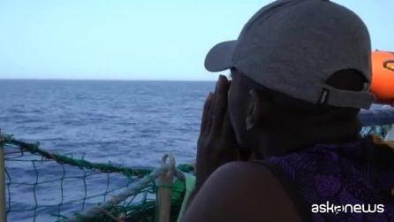 Migranti a largo di Lampedusa, le immagini a bordo della Sea Watch