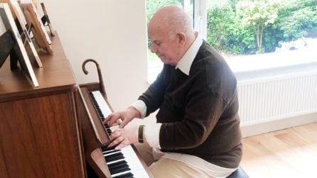 Affetto da demenza, ricorda un brano che ha scritto più di 30 anni fa: il potere della musica