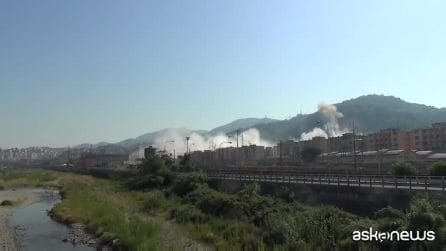 Il Ponte Morandi non c'è più, demolito con l'esplosivo