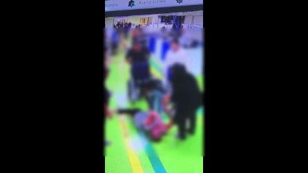 Rissa al San Giovanni Bosco, uomo tenta di prendere la pistola alla guardia giurata