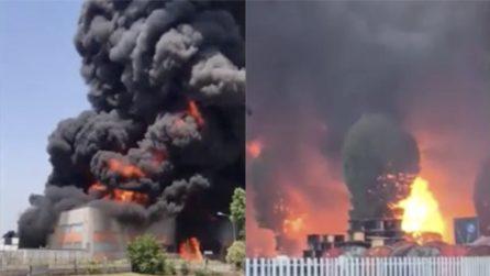 Vicenza, incendio a Brendola, rogo in una ditta di vernici: le immagini impressionanti