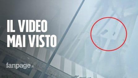 """Ponte Morandi Genova, video inedito del crollo del 14 agosto: le auto """"volano"""" per decine di metri"""