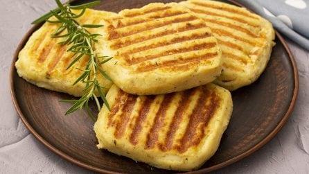Toast di patate grigliati: croccanti fuori e morbidi e cremosi dentro!