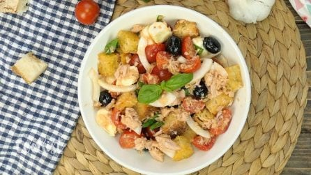 Panzanella: the famous Italian bread salad perfect for summer!