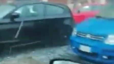 Torino, violenta grandinata in provincia: auto danneggiate dai chicchi di ghiaccio