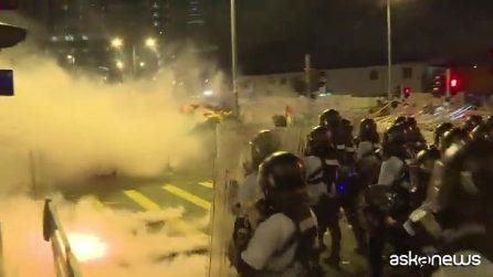 Hong Kong, Carrie Lam condanna l'uso di violenza dei dimostranti