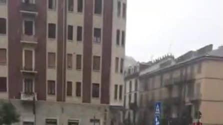 Maltempo, nubifragio a Torino: grandine e forte vento