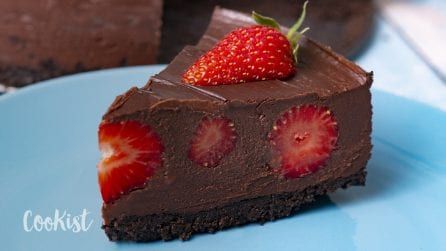 Chocolate mousse strawberry cheesecake: easy, creamy and no baking required!