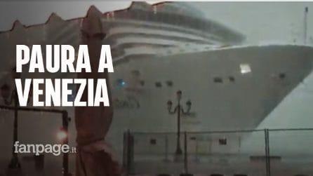 Paura a Venezia: nave Costa Crociere sbanda per il maltempo e rischia di travolgere barche e molo