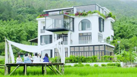7 amiche realizzano il sogno di una vita: comprano una villa per vivere e invecchiare insieme