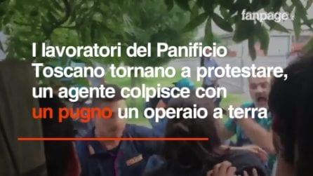 Prato, scontri tra lavoratori e polizia. Agente colpisce con un pugno un operaio a terra