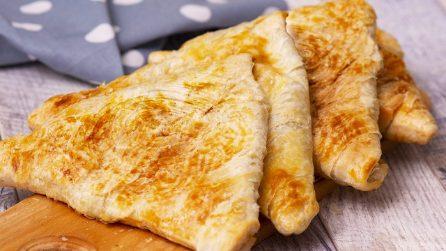 Triangoli di pasta sfoglia farciti: una ricetta piena di sapore per una cena veloce!