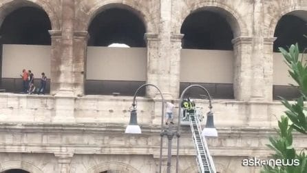 Minaccia di buttarsi dal Colosseo, poi decide di scendere