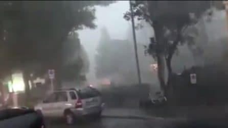 Maltempo Pesaro, la tempesta si abbatte sulla città: le immagini impressionanti