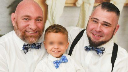 """""""Siamo papà gay fieri della nostra famiglia"""": sfidano i pregiudizi sui social con il loro amore"""
