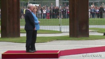 """Terzo attacco di tremore per Merkel, che poi rassicura """"Sto bene"""""""