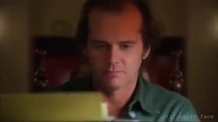 Jack Nicholson in Shining con la faccia di Jim Carrey, il video è impressionante