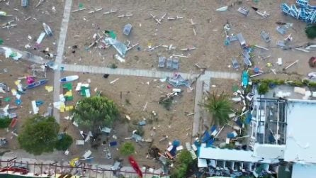 La spiaggia devastata di Numana, le immagini dopo la tempesta