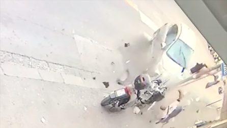 Napoli, incidente in via Arenaccia: automobile centra scooter e lo trancia in due