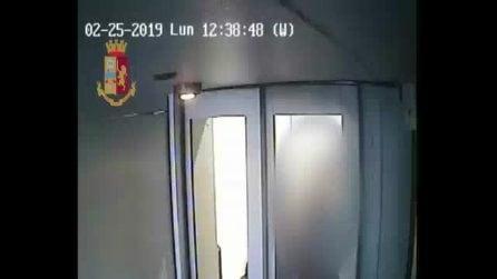 """Napoli, arrestato rapinatore per """"filo di banca"""": indagini per verificare altri episodi"""