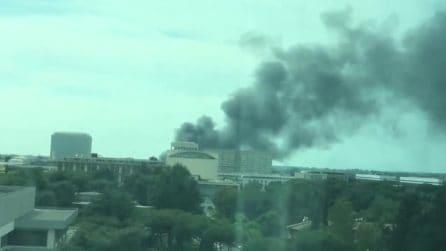 Incendio Roma Eur: le immagini sui social network dell'alta colonna di fumo nero