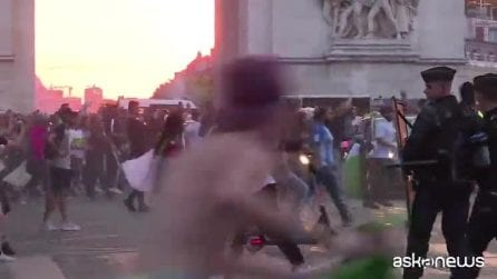 Francia, saccheggi e violenze dopo vittoria Algeria, morta donna