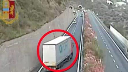Tir contromano sull'Autostrada A10, incidente sfiorato sull'Autofiori