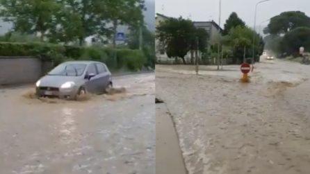 Maltempo, pioggia incessante e strade allagate in Toscana