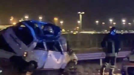 Tromba d'aria Fiumicino, auto distrutte e cartelli stradali spazzati via