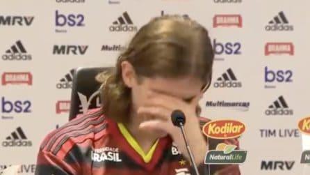 """Filipe Luis al Flamengo, audio """"hot"""" durante la presentazione: imbarazzo in sala"""
