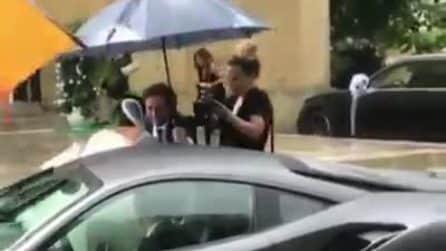 Valentino Rossi, autista in Ferrari per le nozze dell'amico Uccio