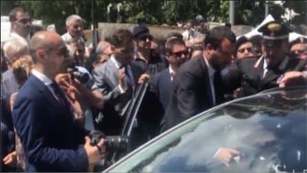 Carabiniere ucciso, Salvini stringe le mani alla vedova