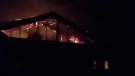 Incendio Milano, supermercato della Coop travolto dalle fiamme