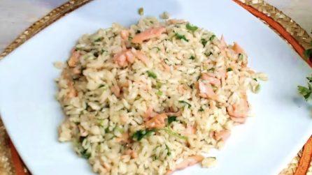 Risotto al salmone: la ricetta del primo piatto semplice e buonissimo