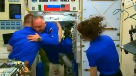 Si apre il portellone e nella ISS arriva Luca Parmitano