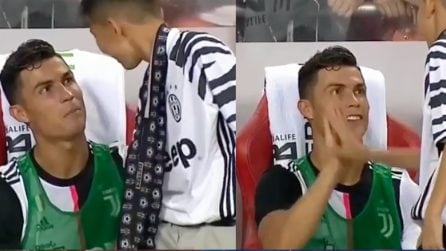 Ragazzino vuole l'autografo di CR7, il portoghese lo fa sedere in panchina con lui