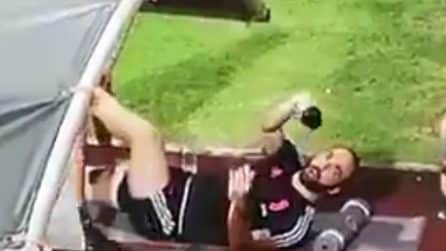 """Un tifoso a Higuain: """"Gonzalo, dammi i calzini"""", la reazione del Pipita"""
