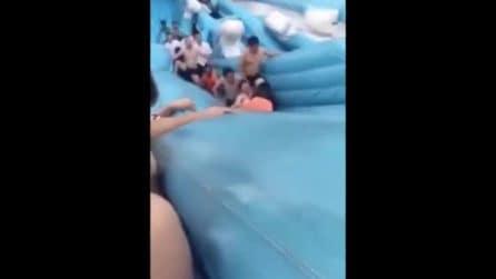 Cina: bambina di 8 anni morta schiacciata da piscina gonfiabile