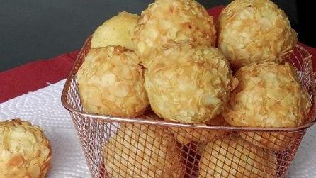 Polpette di patate e mozzarella: un cuore filante che vi delizierà