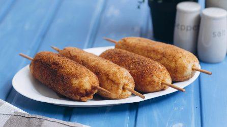 Spiedini croccanti di carne e patate: perfetti sia fritti che al forno!