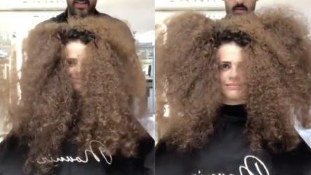 """Non sa più come """"gestire"""" i suoi capelli: la trasformazione è pazzesca"""
