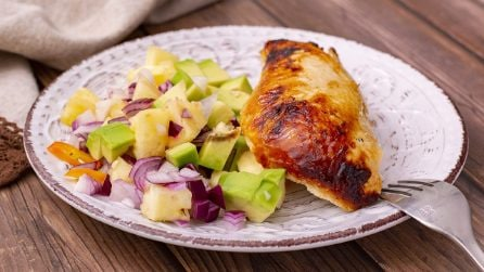 Pollo all'ananas: un piatto gustoso, pieno di colore e allegro!